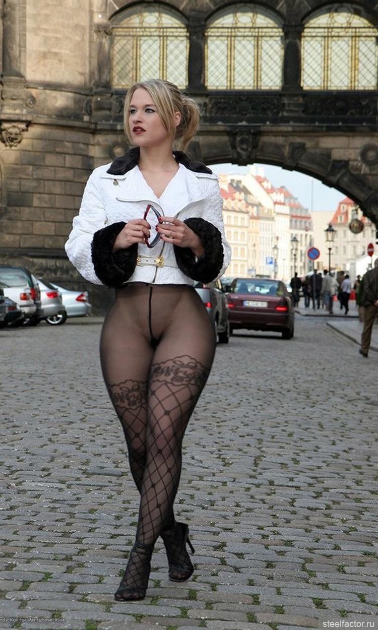 Фотографии красивых голых девушек в юбках и чёрных колготках 23 фотография